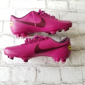 NWT Women's Nike Mercurial Soccer Cleats Size 7